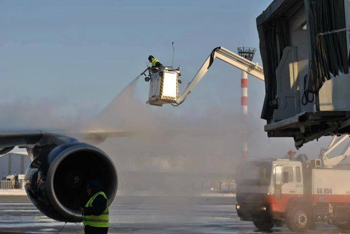 Peste 20 de zboruri au fost înghețate la Aeroportul Otopeni de fenomenul freezing rain
