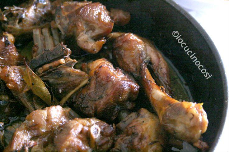 L'agnello al forno è un secondo di carne tipico della Pasqua, ma essendo ricco e saporito si può preparare durante tutto l'anno per pranzi importanti.