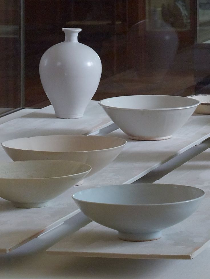 Selection of shallow bowls and pot by Edmund de Waal.