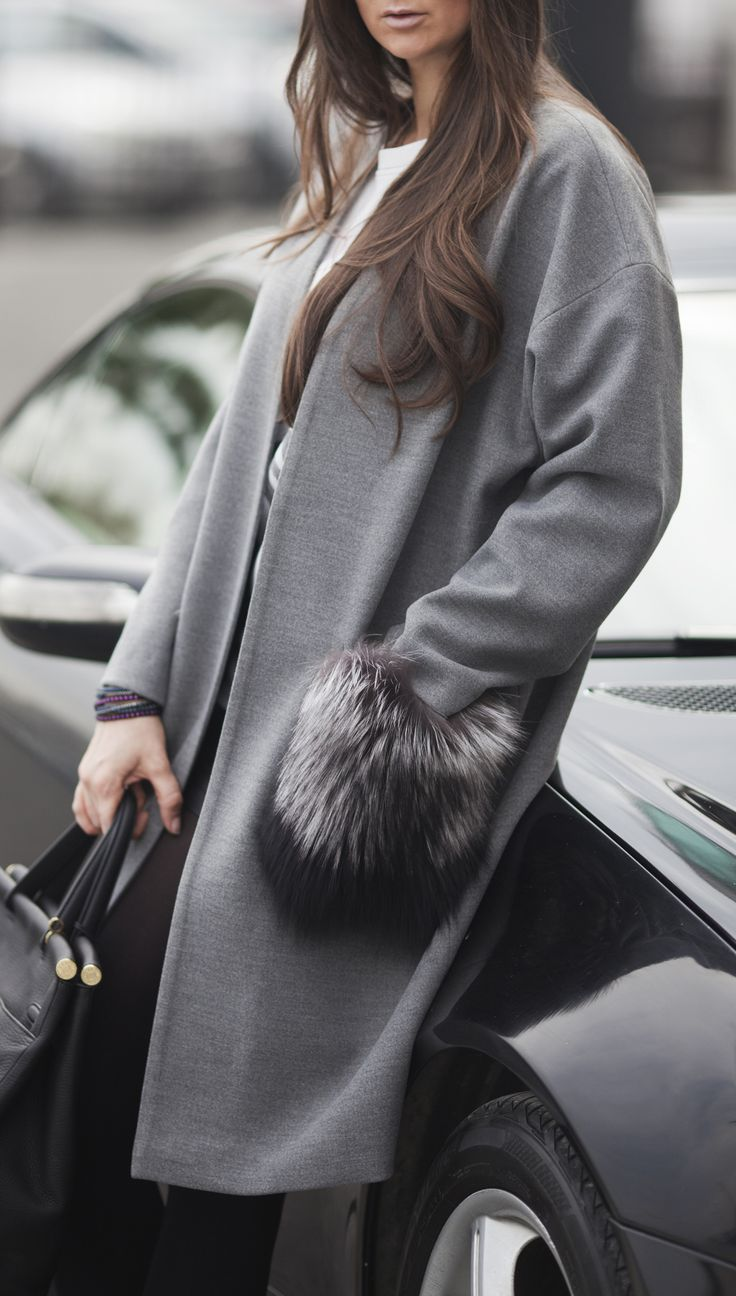 Cashmere grey coat with fur pockets by #ADAMOFUR #cashmere #coat #fur #furstyle #luxury #shopping #Istanbul #fashiondetails #streetstyle