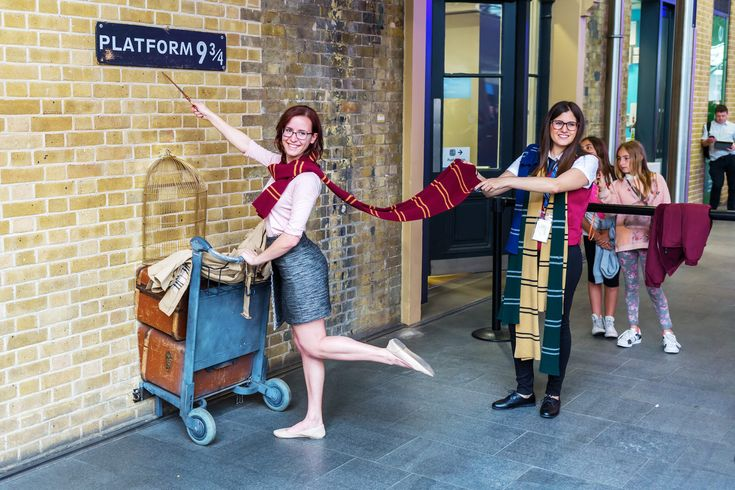 From Hogwarts to Christ Church: Britain's best Harry Potter experiences - Lonely Planet | Platform 9¾ at King's Cross is a popular stop for pics © Chris Mueller / Getty Images