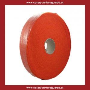 Rollo de Fettuccia para bolsos y proyectos DIY.  Cada rollo pesa 200 gr. y tiene 24 m. El ancho de la cinta es de 3.5 cm. Nosotros aconsejamos cortarla al medio.  Se ganchilla con el numero 7-8, si es cortada.  Para un bolso con nuestras bases se necesita un rollo, cortado al medio.