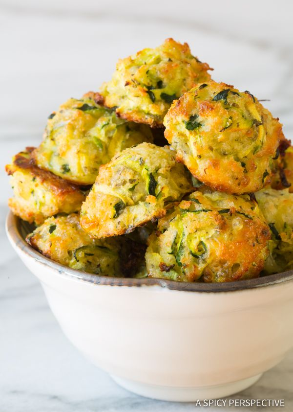 Looking for healthier side dishes? These 6-Ingredient Healthy Baked Zucchini Tots are gluten free and packed with flavor! Mini zucchini fritters are a great