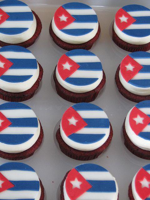 Cuban Flag Cupcakes by sugarcrushmiami, via Flickr