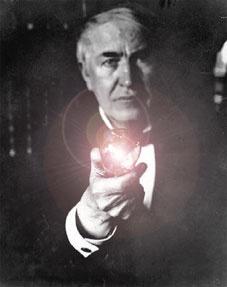 Thomas Alva Edison Autor De Muchos Inventos Y En Especial Le Bombilla Electrica La Cual Sirvio Para Sacar A La Hum Personajes Famosos Thomas Alva Edison Edison