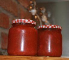 Rabarbra og jordbærsyltetøy