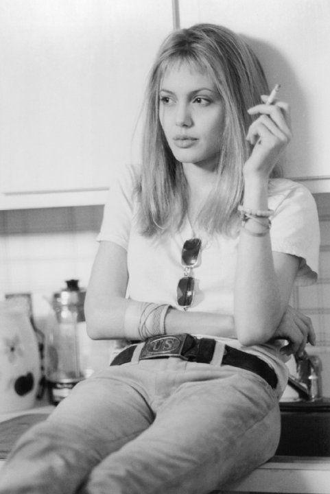 Still of Angelina Jolie in Une vie volée (1999)