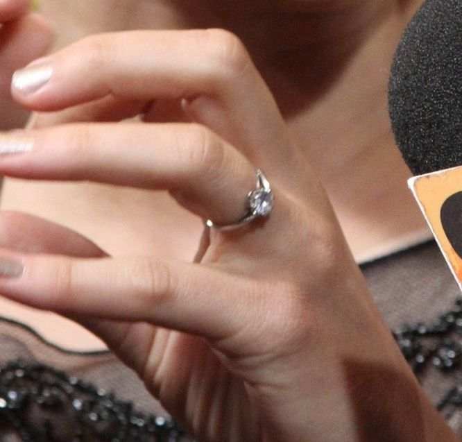 Marion Cotillard Engagment Ring Simple