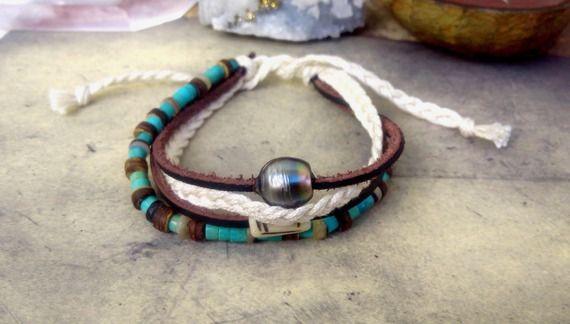 Bracelet perle de tahiti, bracelet homme ou mixte , perles turquoise, coquillages, pierre gravée, cuir , coton. 136-7. Cerua