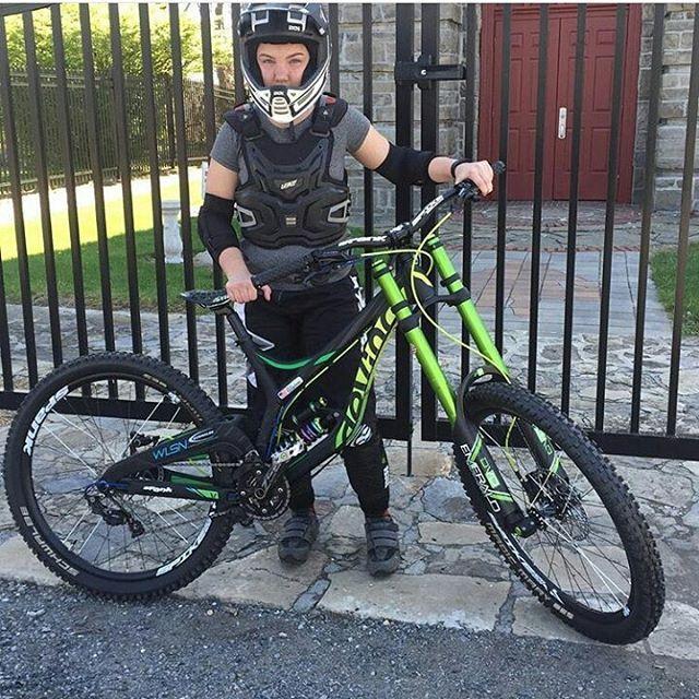 @thebikebondsman and his Devinci Wilson with @dvosuspension  ➖➖➖ #Downhill #downhillmountainbiking #dh #Mtb #mtblife #downhillmtb #ballerbikes #mtn_bike_geek #dh #follow4follow #followme #Like #Good #Cool #Awesome #LikeLikeLike #Like4Like #instacool #instago #all_shots #follow #webstagram #colorful #style @racing_factoryy @dh_bros @iamspecialized_mtb @vitalmtb @mtb_and_downhill @downhillakademie @amazing_downhill