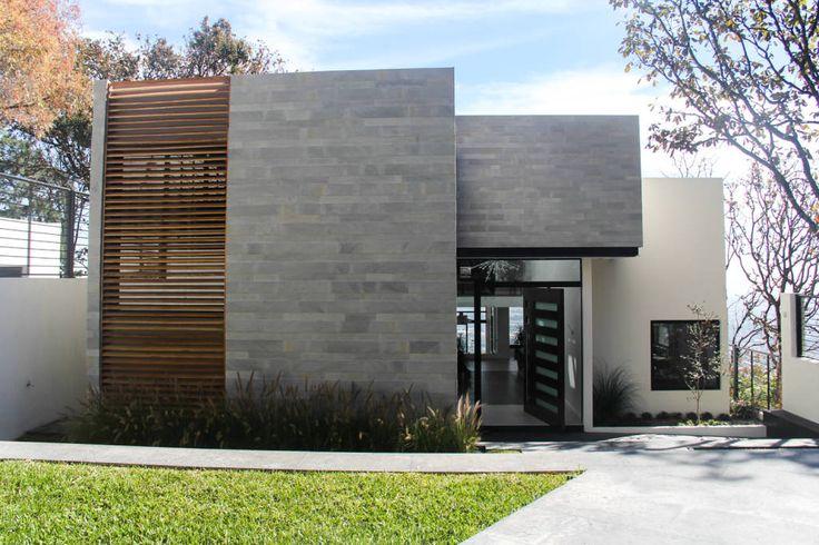 Busca imágenes de Casas de estilo Moderno en Gris: Fachada principal. Encuentra las mejores fotos para inspirarte y crea tu hogar perfecto.