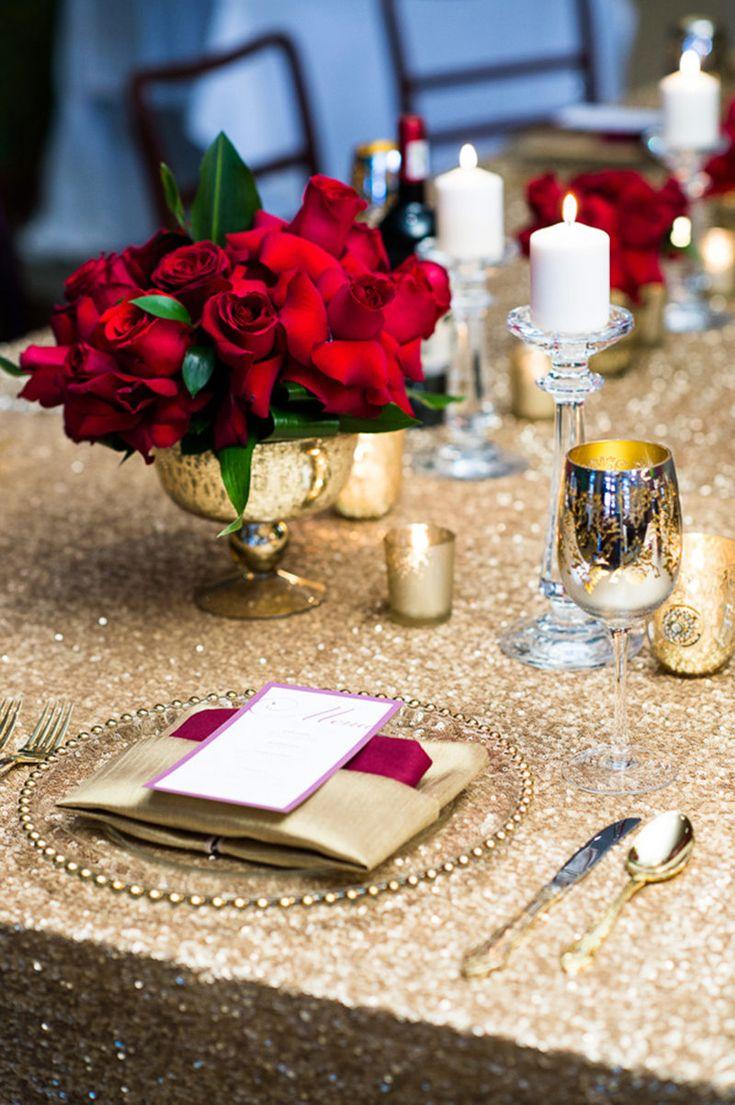 深紅とゴールドの色合わせがグラマラスな印象♪ 冬の結婚式のメニュー表アイデア。