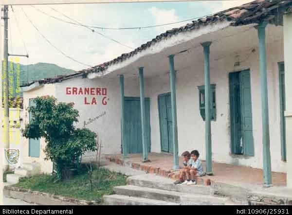 Granero, construcción en bahareque, arquitectura caracterísitca de la zona cafetera - Biblioteca Digital - Universidad Icesi