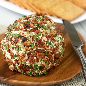 Super Bowl recipes: Bacon Jalapeno Cheese Ball #recipe (we're drooling!)