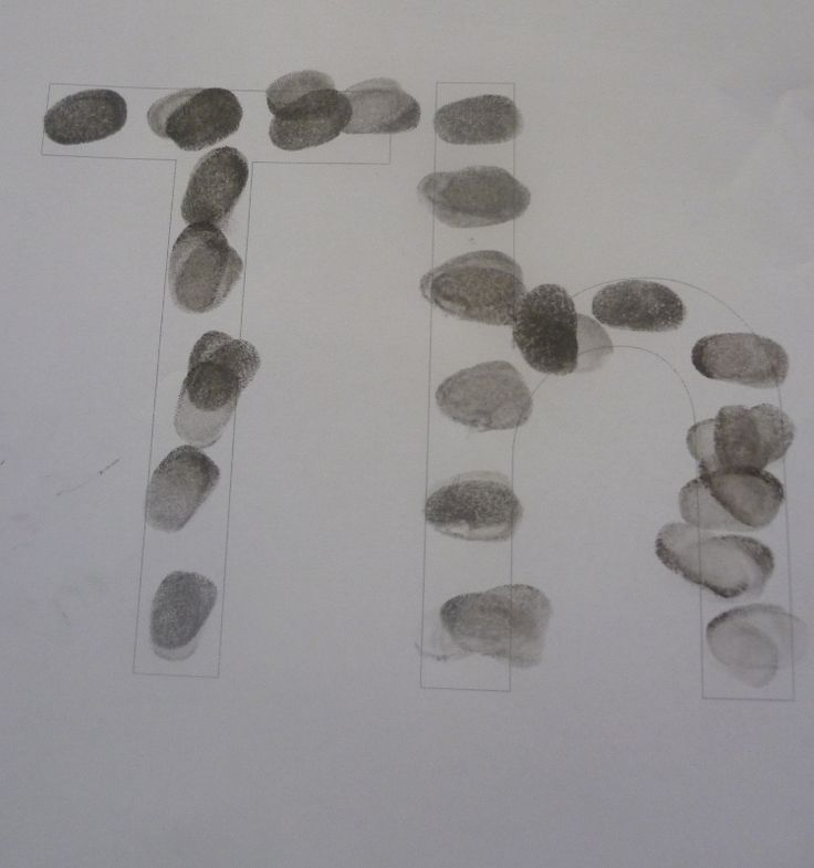 Make the th sound with your preschooler by stamping out their thumb prints.