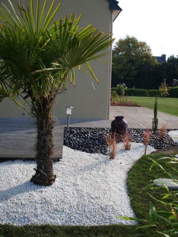 Id e massif avec caillou blanc jardin zen pinterest caillou - Faire un parterre avec des galets ...