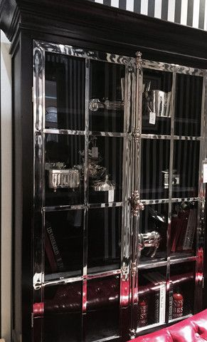Manhattan Lux Cabinet (Sort og Stål)