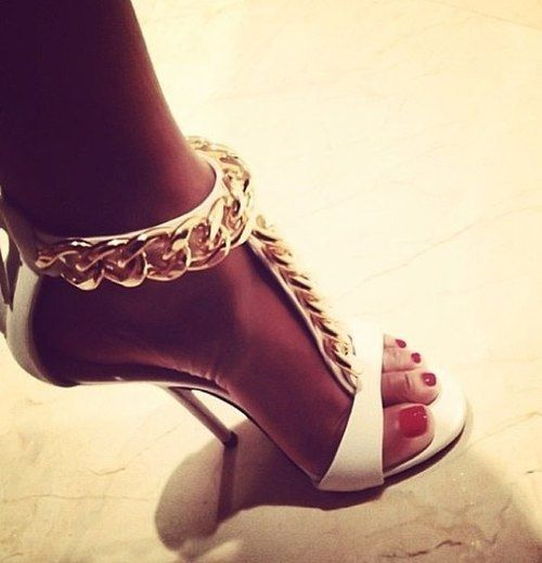 ♥I would like to say Steve Madden has these chain sandal heels? but anyways