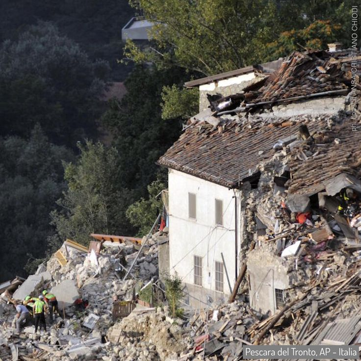 24 Aug 2016: a powerful #earthquake has devastated a string of mountain towns in central Italy, trapping residents under rubble, killing at least 278 people and leaving thousands homeless. Thanks VOLUNTEERS... and officials... who dug with their bare hands... to save civilians. #Gabriella #Ruggieri #Italy #Amatrice #ArquataDelTronto #PescaraDelTronto #ProtezioneCivile #volunteer #italianredcross #vvff #firefighter #lazio #marche #umbria (ph. ilpost Ansa/Cristiano Chiodi)