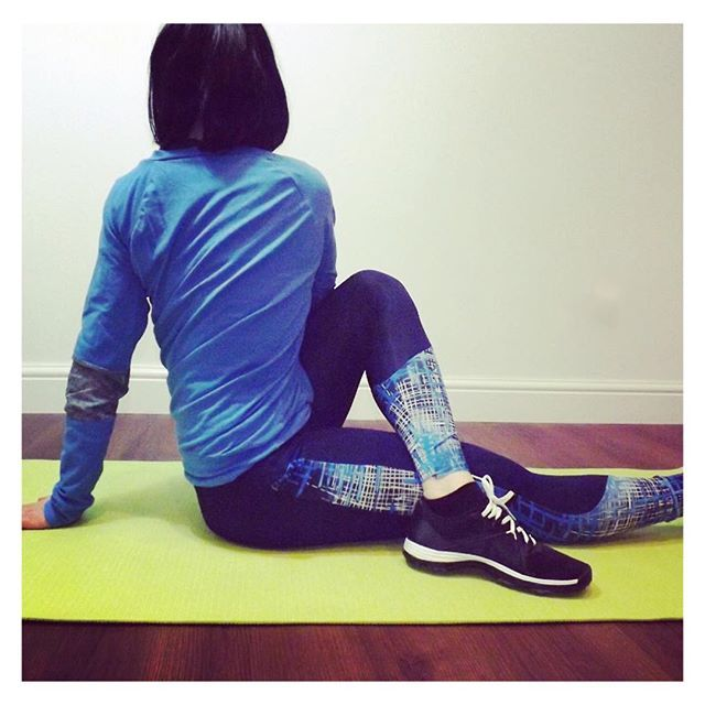 Blue printed yoga leggings and sweater || Fit fashion, active living and gym style