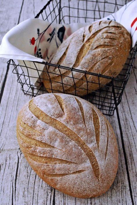 Vad roligt att du hittat till det här receptet på gott glutenfritt bröd. Sedan det här inlägget skrevs har jag uppdaterat receptet, så klicka dig genast vidare HIT för ett ännu bättre och godare bröd. Det här brödet återkommer jag till. Gång på gång. Det bakas bland annat på det goda durramjölet och jag har modifierat det utifrån ett recept framtaget av Maria Blohm och Jessica Frej. Deras recept finns här. I originalreceptet ingår majsmjöl men jag försöker undvika både majs- och sojamjöl....