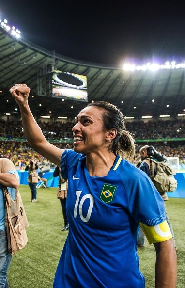 #RIO2016 Brazil's Marta celebrates after defeating Australia in the penalty shootout of their Rio 2016 Olympic Games women's quarterfinal football match at...