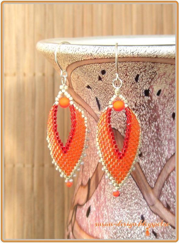 Ett par örhänge till mitt orange russian leaves halsband.