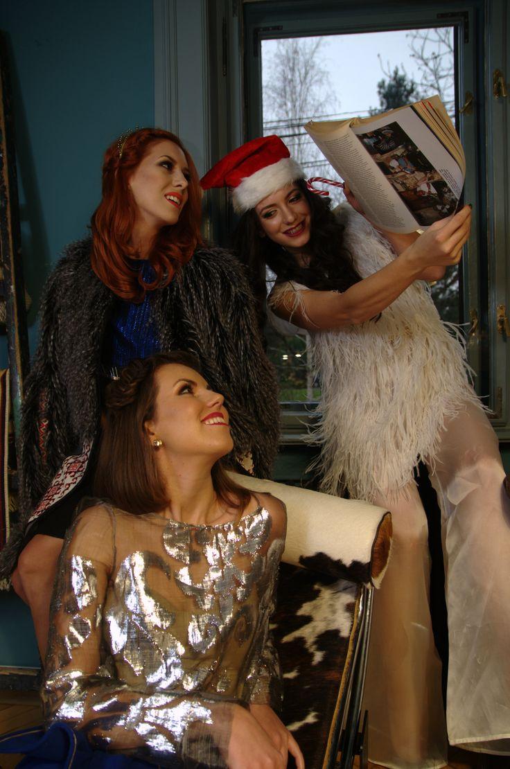Reading our favorite magazine @voguemagazine #photo #shooting #estilotendances #friends #Christmas #story