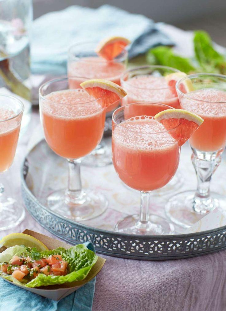 En vackert rosaskimrande drink passar bra som inledning på festen