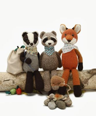 This includes a link to Barbara Prime's blog.  Fuzzy Thoughts: Backyard Bandits!! || Knitting Pattern