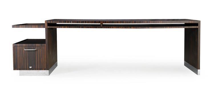 SVEN MARKELIUS, skrivbord/arkitektritbord, omkring 1930, fanerat i macassar-ebenholts, i sargen fack för ritningar, en sida med utdragbar hurts, höjd 72,5, längd 256 x 80 cm; renoverat PROVENIENS: Bordet är ritat av Sven Markelius för eget bruk i hemmet i Nockeby, Stockholm och är ett unikt exemplar.