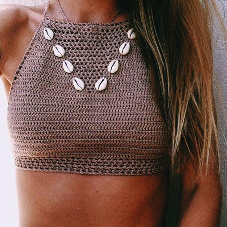 Los bikinis tejidos a mano alcanzan su máximo esplendor esta temporada, provocando la terrible necesidad de ir en busca y captura de uno. ¿Serás capaz de resistirte?