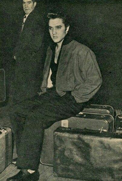 Resultado de imagem para elvis helicopter 1957