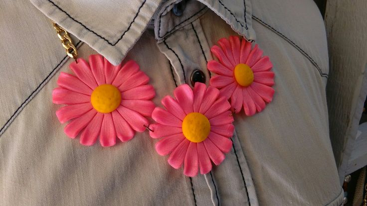 Necklace pink daisies out of polymer clay