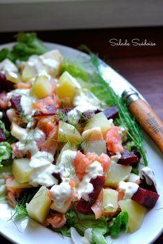 Salade Suédoise : pommes de terre, saumon fumé, morceaux de betterave, etc...