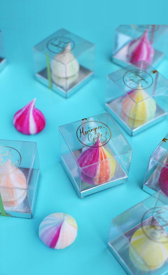 Los kisses de Merengue, porque tienen una forma parecida a los Kisses de chocolate de Hersheys que son una de las tendencias mas actuales para los eventos de todo tipo y las bodas casuales. Son l…