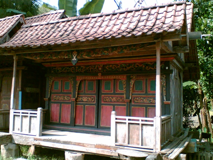 dreaming of a garden house ... antique Javanese wooden house via http://udbarokahco.indonetwork.co.id/478241/rumah-kayu.htm