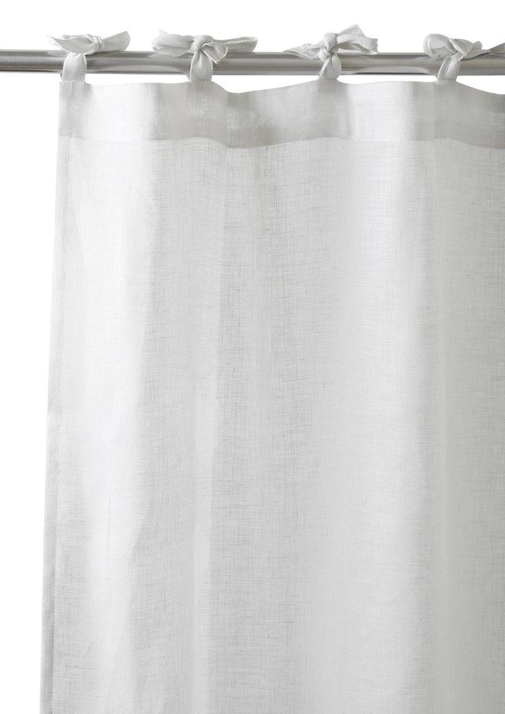 De qualité supérieure, ce rideau en étamine de lin est un mélange captivant entre légèreté et modernité.