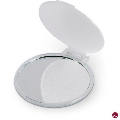 Nel kit di cortesia per gli ospiti è indispensabile uno specchietto per rifarsi il trucco.