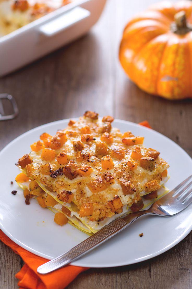 Lasagne con la zucca: gustosa e filante. Un'alternativa invernale al classico piatto della domenica. [Lasagna with pumpkin]
