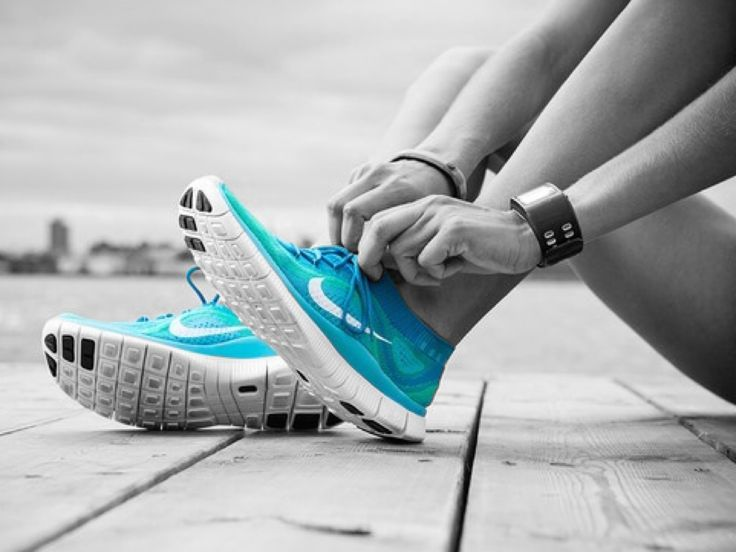 tying blue nike running shoes in b w with color