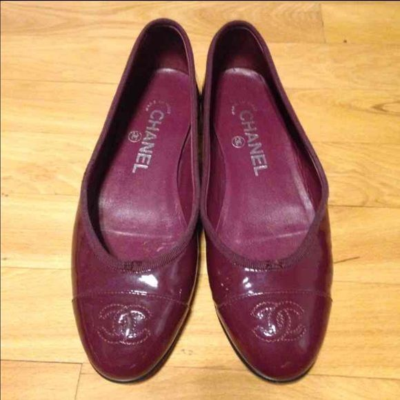 12/7 only $142Authentic Chanel flats Bought online, never used, person I bought then from cut off the bows that were on the top - see last pic from where they were removed sz 35.5 ❌price firm❌2183 CHANEL Shoes Flats & Loafers