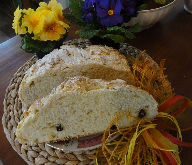 Velikonoční mazanec | recept. Mazance se tradičně pečou na Bílou sobotu a o velikonoční neděli se nechávaly posvětit v kostele. J