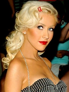 Love the whole pin up look...her hair, her makeup so gorg
