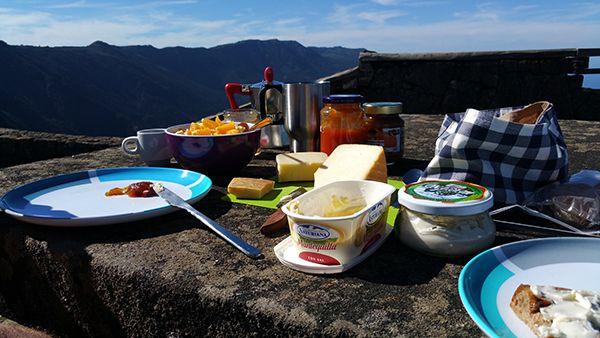 Kochen macht auch auf Tour Spaß. Die Rezepte für den perfekten Roadtrip: Kochen auf dem Gasherd, Backen mit dem Omnia – life is so good and tasty on the road!