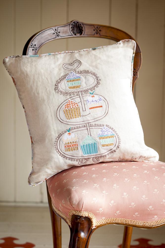 Applique cakestand cushion