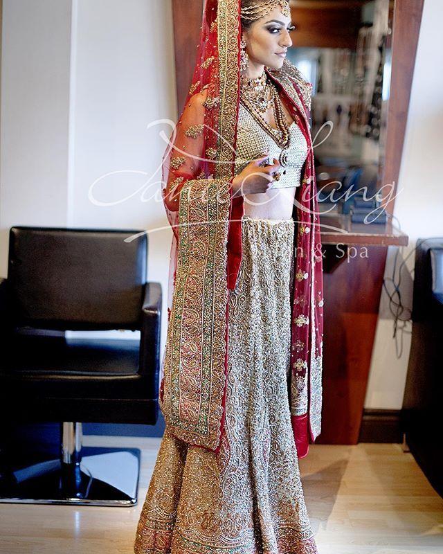 Lengha designed by @amaracouture #bride #bridalwear #indianwedding #sikhwedding #lengha #lehenga #customcreation #custombridal #desiglam #desi #gold #indianglam #indianbride