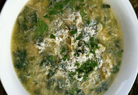 """Semplice ma squisita e rinfrescante, questa zuppa casalinga nella quale l'ingrediente """"bietole"""" può anche essere sostituito con le patate tagliate a pezzetti. Mondare, lavare e tagliare grossolanamente 200 grammi di erbette. Mondare, lavare e affettare sottilmente 300 grammi di porri. In una pentola sciogliere 30 grammi di burro, unire le verdure, un pizzico di sale..."""