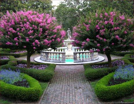 Roanoke island attractions fountain in sunken garden at for Outer garden