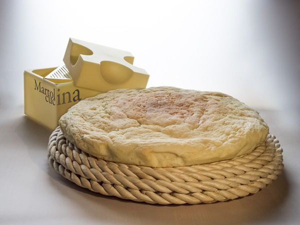 Focaccia al formaggio.